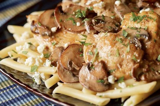 Kurczak z pieczarkami i gorgonzolą w winie