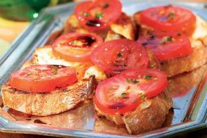 Bruschetta z pomidorami w ziołach