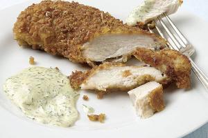 Kurczak w panierce preclowej z sosem musztardowo-koperkowym