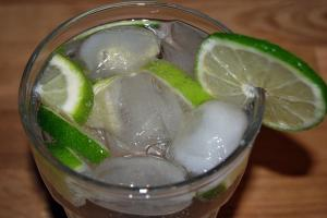 Martini z spritem i limonką